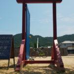 どこでもドア2020夏 今回設置されたのは昭和レトロの壁画がある不思議な場所